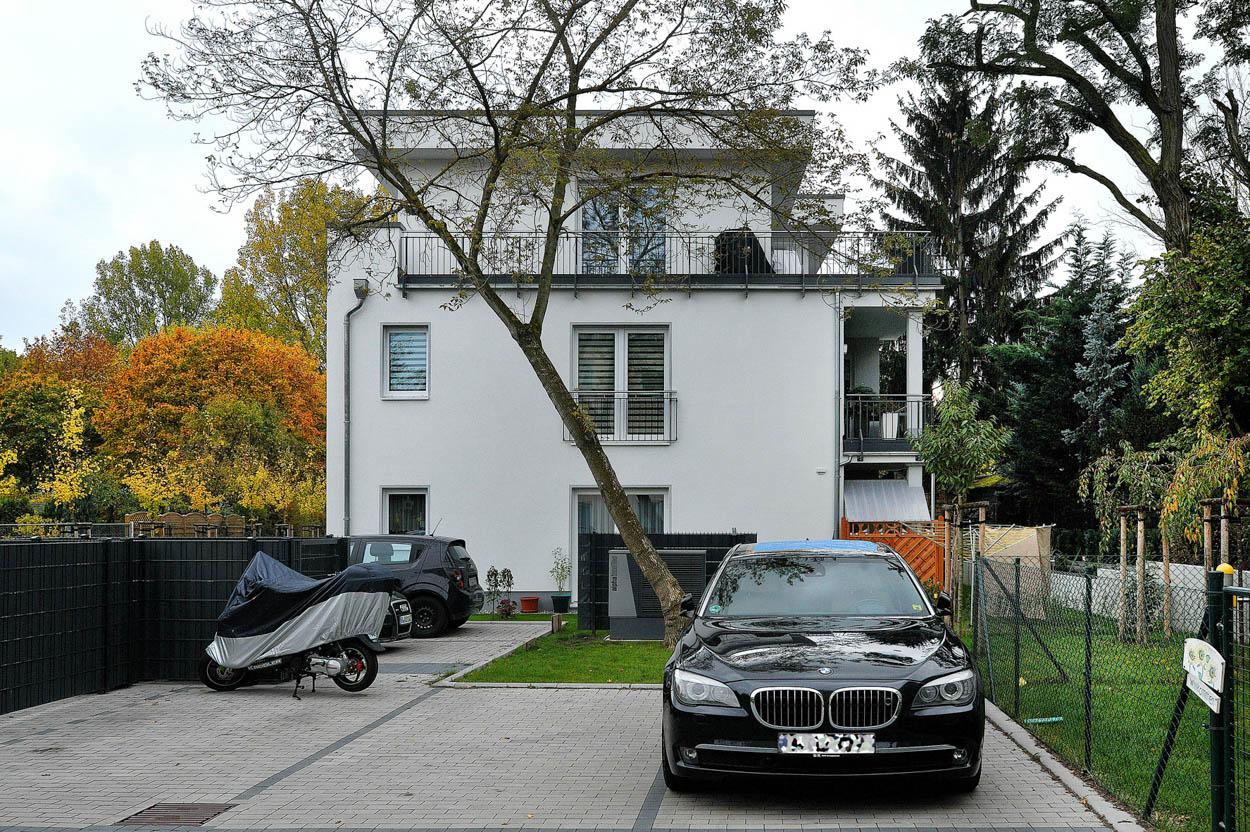 Mehrfamilienhaus mit Staffelgeschoss und Dachterrasse.jpg